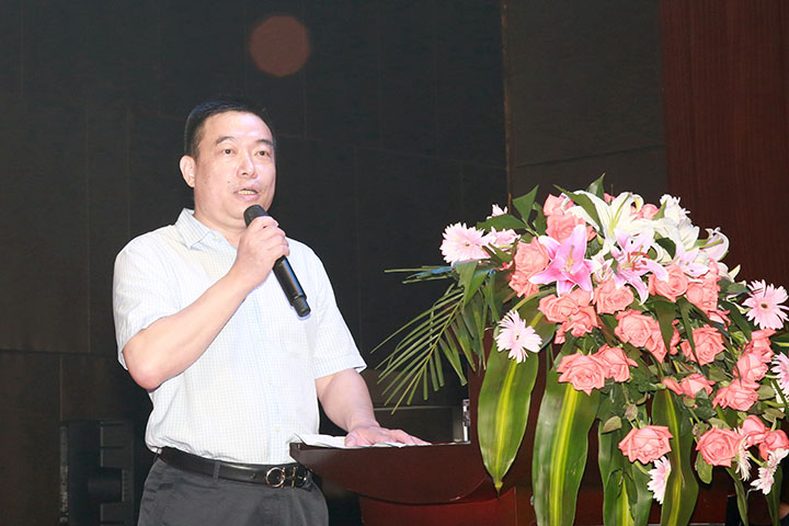 Zhou Qinbin, President of Kinghonor, gave a speech at the dinner